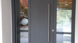 porta di ingresso con serramenti a battente